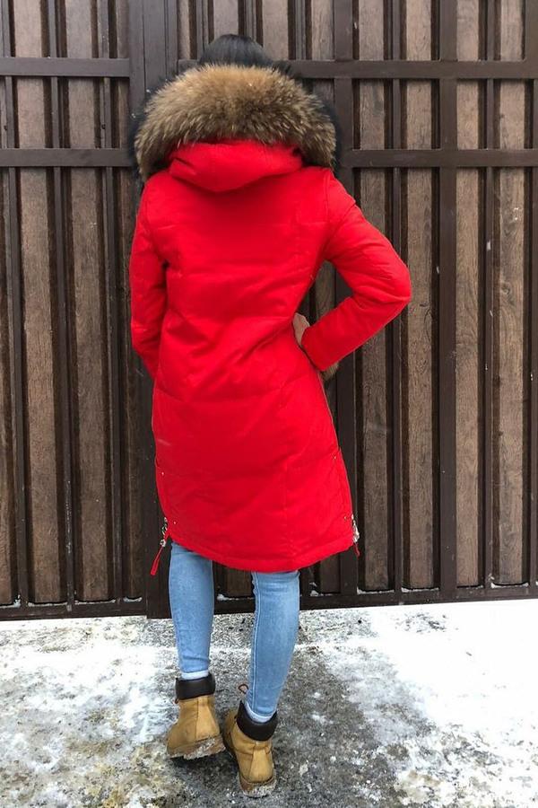 Укороченный пуховик с капюшоном красный