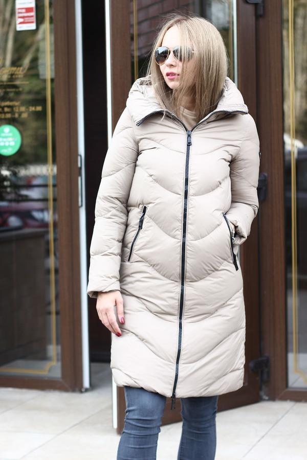Женская куртка на молнии с капюшоном