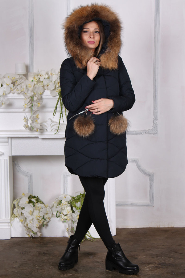 Короткий женский пуховик ice yee с большим мехом на карманах  капюшоне
