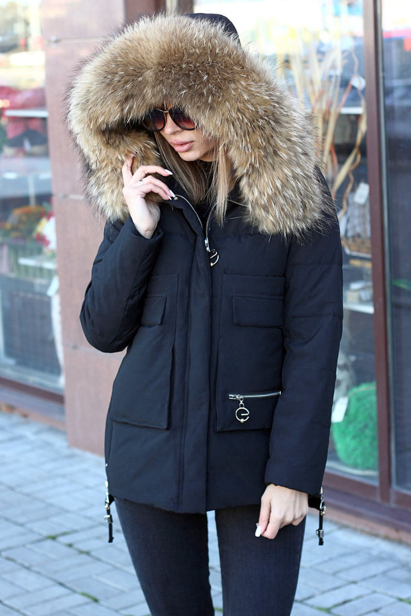 Зимний пуховик с мехом черный